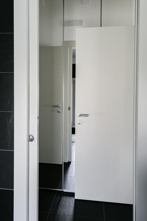 Falegnameria Cometti - porte interne laccate grigio chiaro
