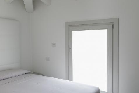 Falegnameria Cometti - serramento laccato grigio chiaro