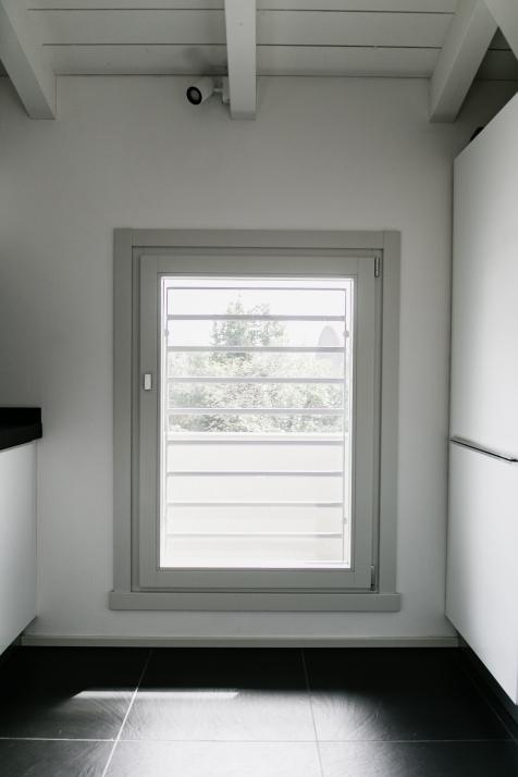 Falegnameria Cometti - finestra laccata grigio