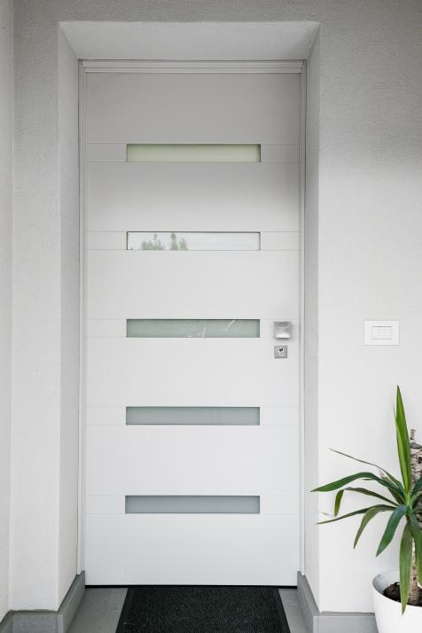 Falegnameria Cometti - portoncino ingresso moderno laccato
