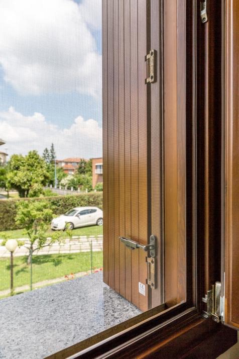 Realizzazioni Falegnameria Cometti - Persiane ripiegabili Ital Jolly per sopralzo Villetta Romano di Lombardia