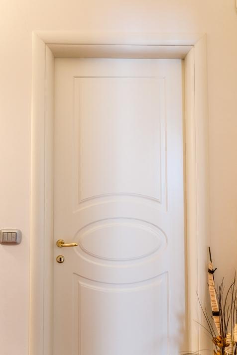 Realizzazioni Falegnameria Cometti - Porta interna pantografata e laccata per sopralzo Villetta Romano di Lombardia