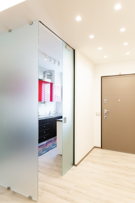 Realizzazioni Falegnameria Cometti - Angolo in vetro, appartamento in centro a Romano di Lombardia