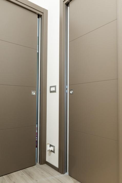 Realizzazioni Falegnameria Cometti - Porte interne laccate, appartamento in centro a Romano di Lombardia